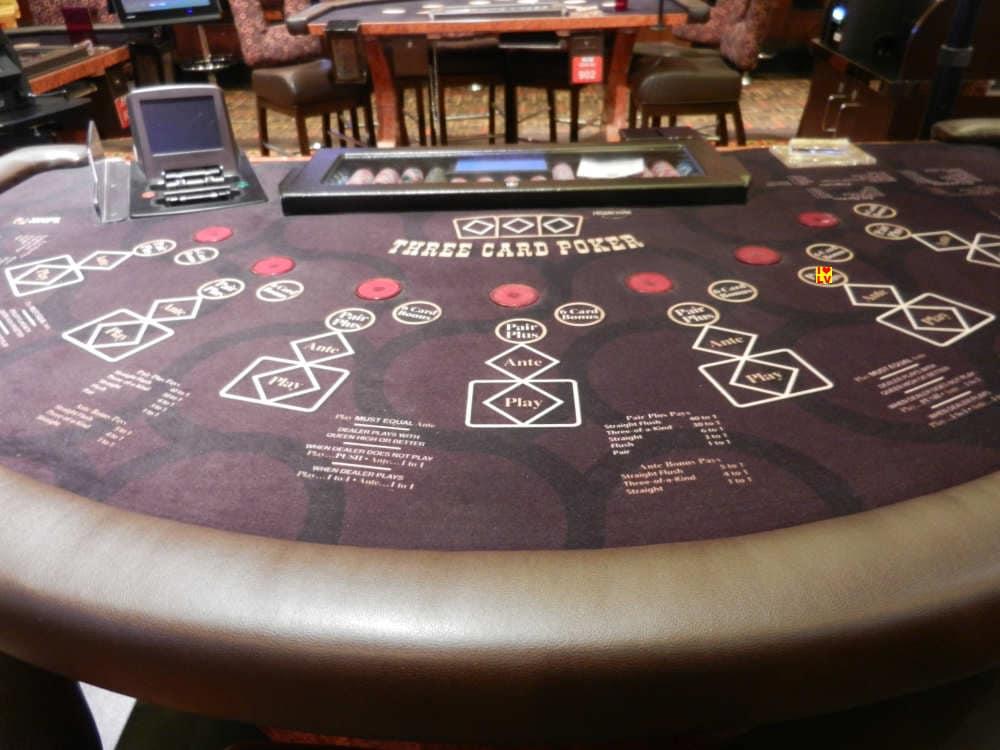 three card poker in casino