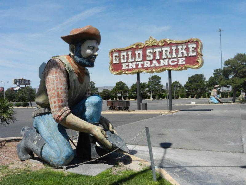 Gold Strike Casino in Jean & Seven Magic Mountains